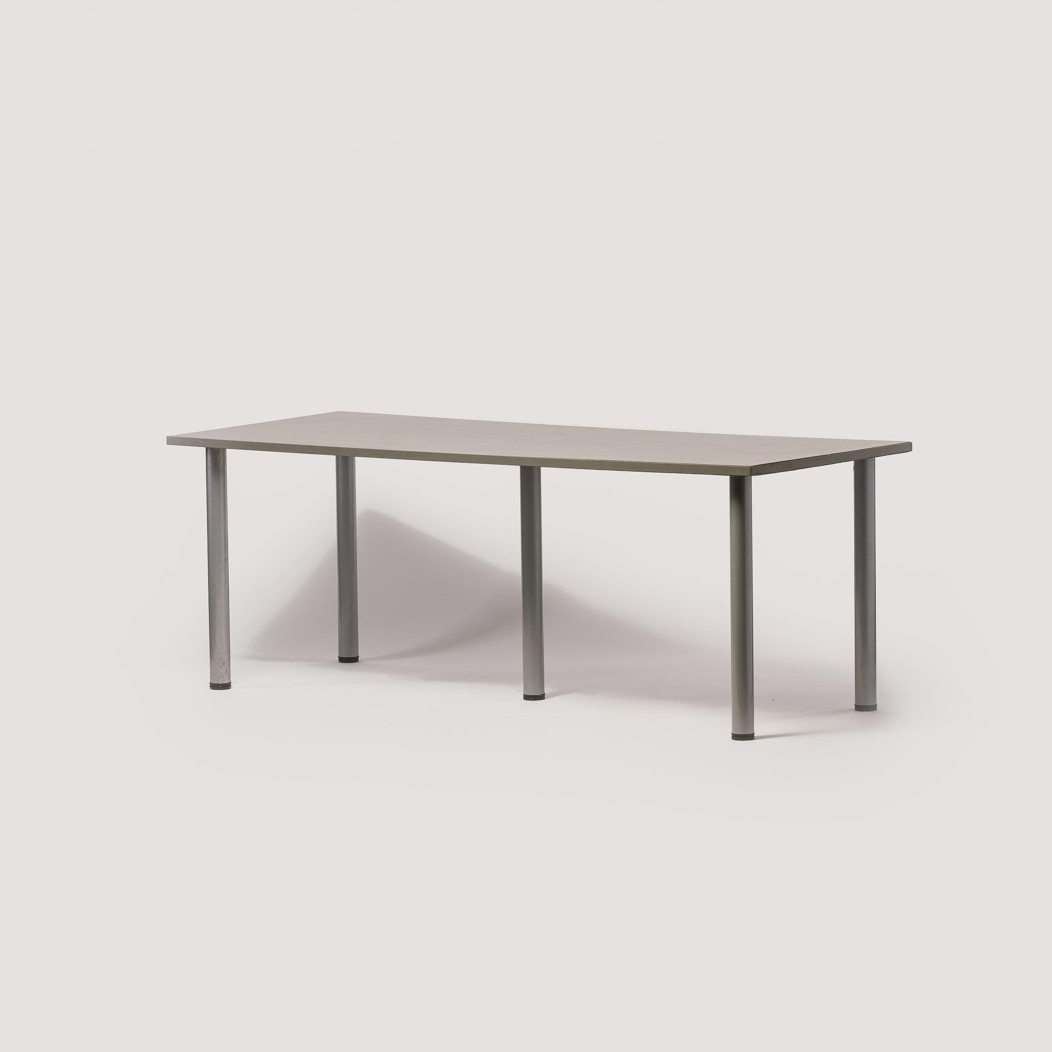 najem miz